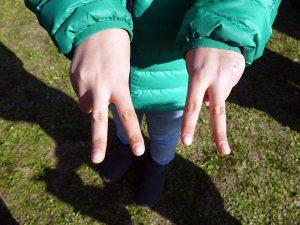 手遊びの写真