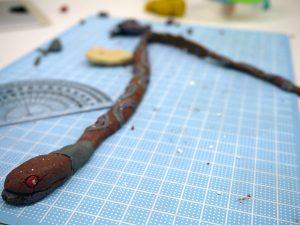 粘土制作中の写真